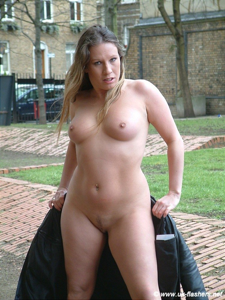 Amateur nudist flashers